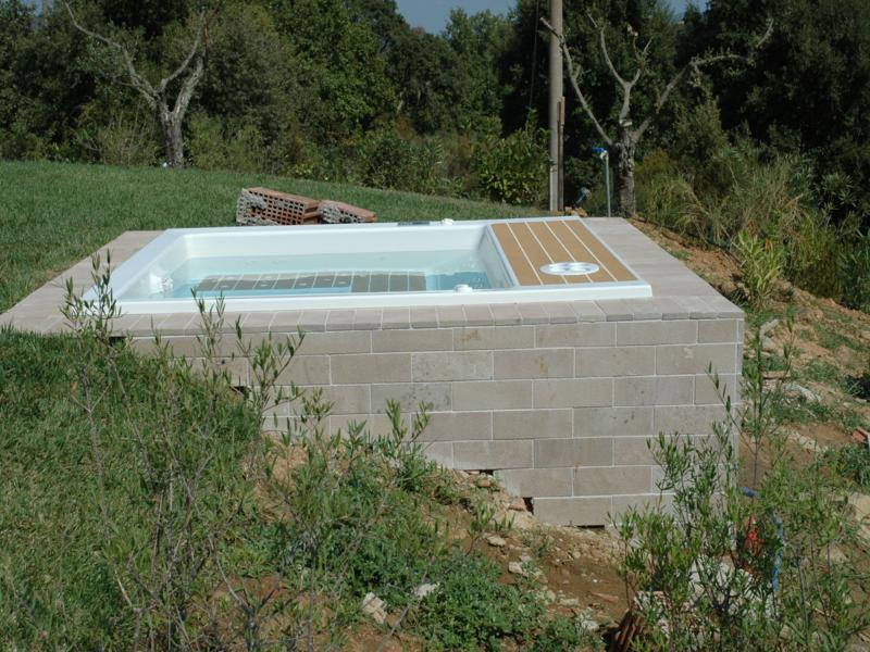 Realizzazione ed installazione di piscine complete di - Giardino con piscina esterna ...